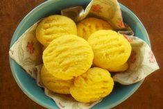 Bolinhos de coco (com farinha de milho)