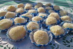 Beijinhos de Coco e Chocolate Branco (com sabor a Raffaello's!!!)