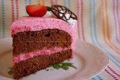 Bolo de Chocolate e Mousse de Morango