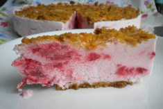Sobremesa gelada de morangos